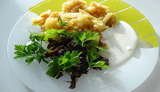Жаренные грибы с картошкой.